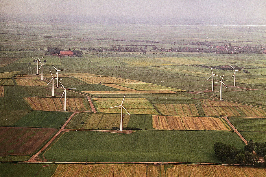 In 1994, the first Energiekontor wind farm is erected in Misselwarden on the North Sea coast.