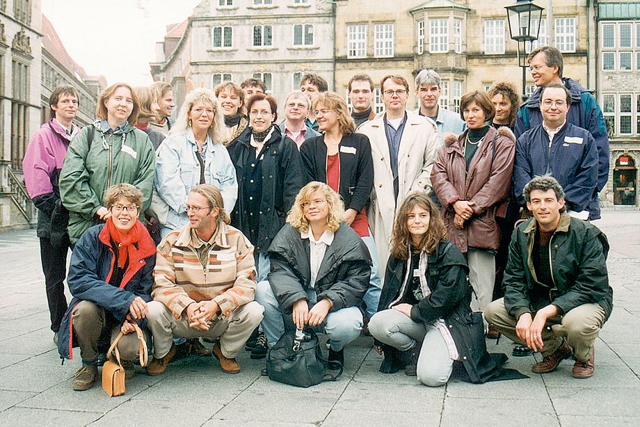 1995 beschäftigt das Unternehmen knapp 25 Personen.